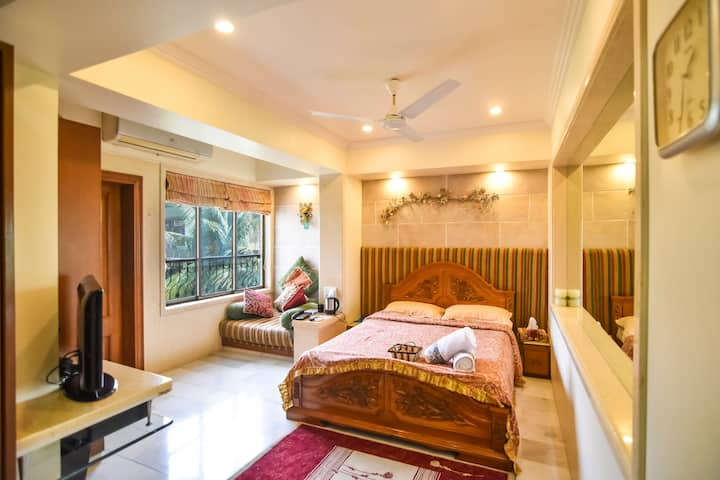 Luxury spacious room in a Penthouse at Bandra West