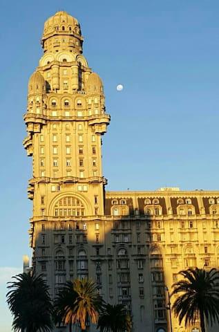 Monoambiente en emblemático edificio de Montevideo