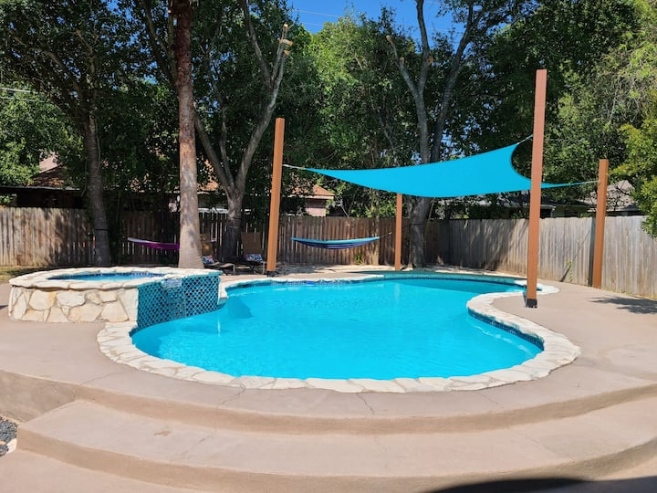 Paradise Getaway  House- Quiet spacious  home!