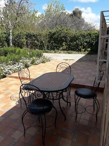 Maison à Bouskoura avec jardin