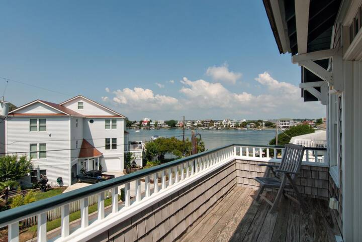 Schultz's Cottage-Great single family home just steps from the sound- 2 short blocks to ocean
