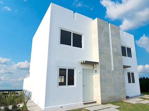 Casa Completa 2 Niveles Con Internet
