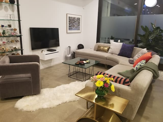 1-bed in a super modern stylish house downtown