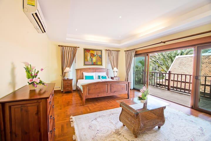 Private Pool Jacuzzi 5 Bedroom Villa 3
