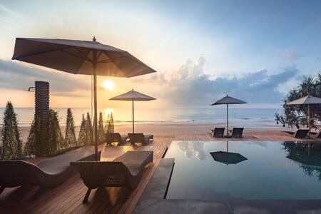 Beach Front Villa - Luxury Private Pool & Garden
