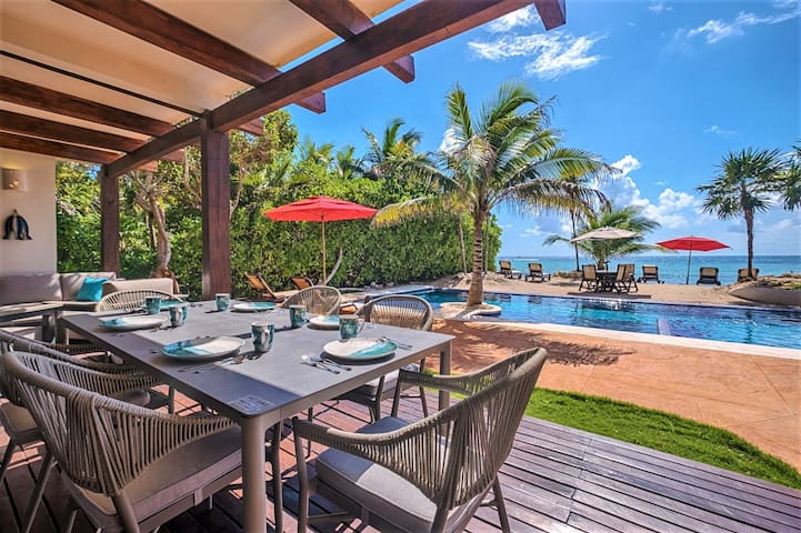 Upscale beachfront with AC&pool!Great for families
