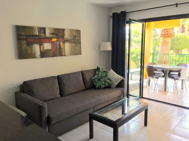 Modern Apartment in centre, near beach,fast Wi-Fi!