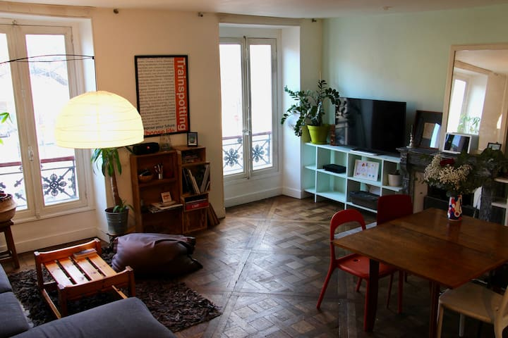 Nice & charming room in the heart of Paris !