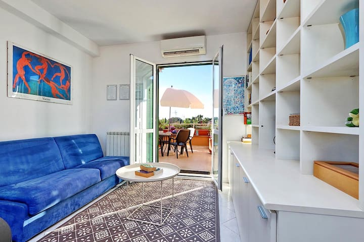 One bedroom holiday apartment near the Coliseum - Living room with sofa bed