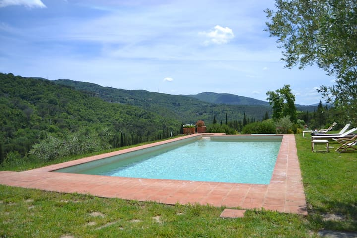 Villa Valle pool & basketball court in Chianti.