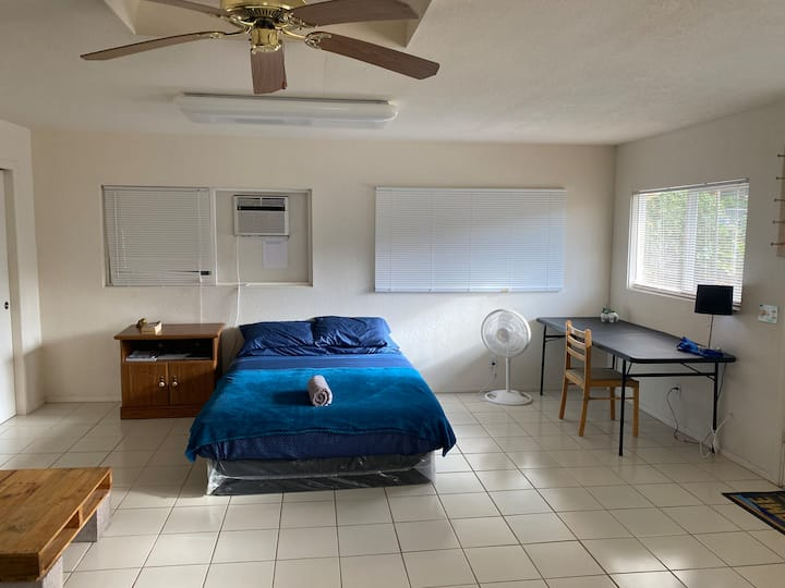 Cozy Studio, 5 minutes from Hilo airport!