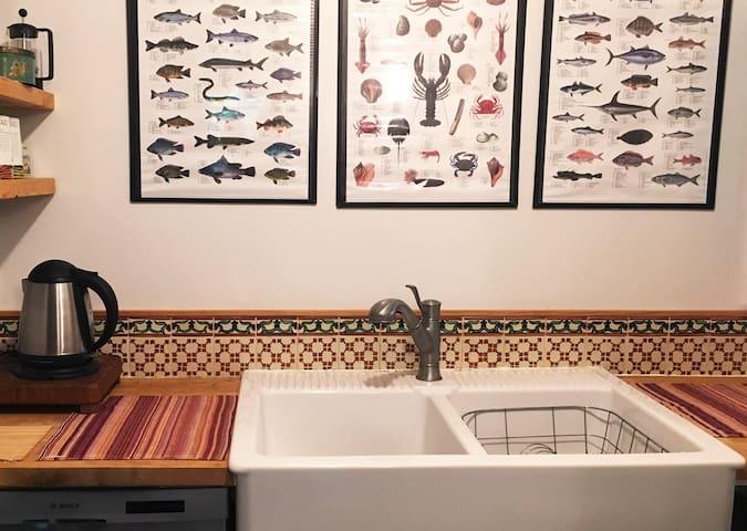 Double farm-style kitchen sink