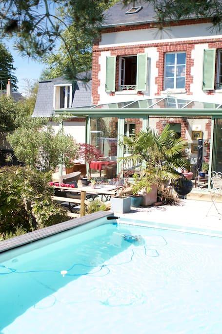 terrasse bois, piscine chauffée à 28 degrés...