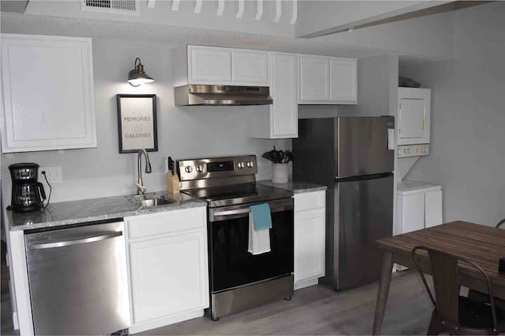 Completely Renovated Condo - Close to Everything