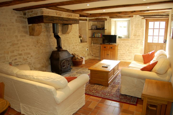 Spacious 4 star One bedroom Gîte with shared Pool