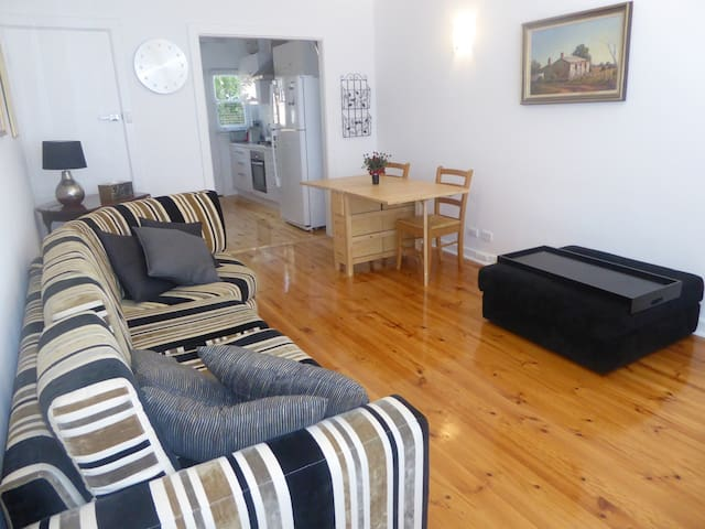 Affordable Eastern Suburbs Apartment - Erindale - Apartamento