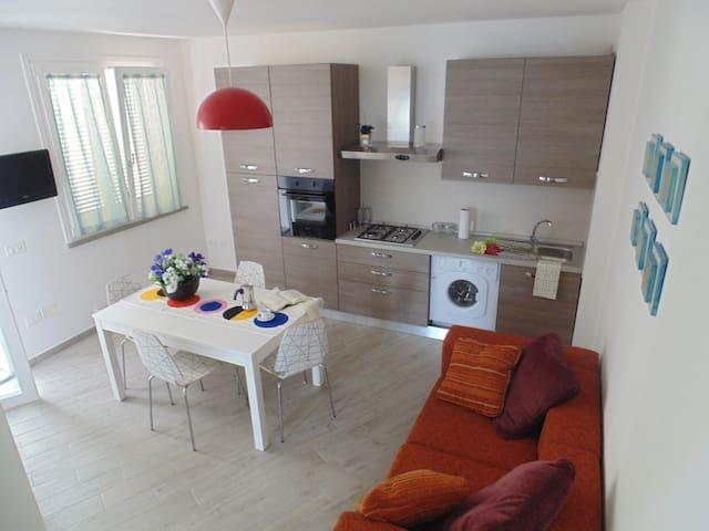 Nuovissimo trilocale con terrazza - Rosignano Solvay - Appartement