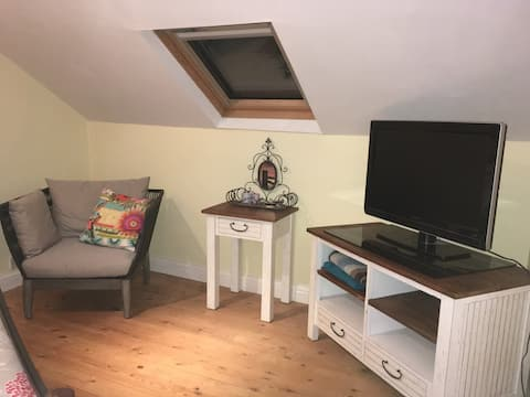 Lovely Loft Space (bedroom, landing and wet room)