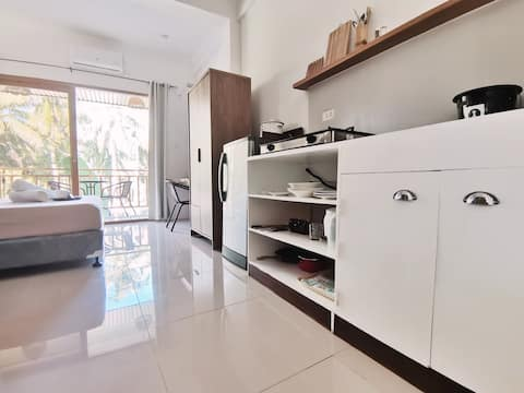 PCAO Accredited Modern Studio w/Kitchen, WiFi, AC