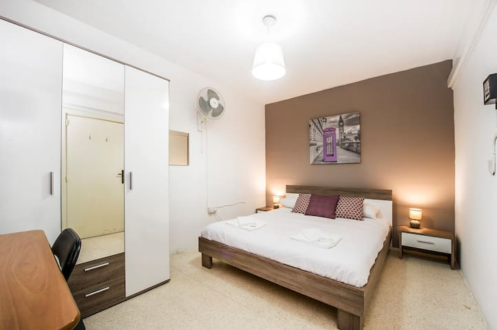 Stylish private BR in a 2 BR flat. Paceville area!