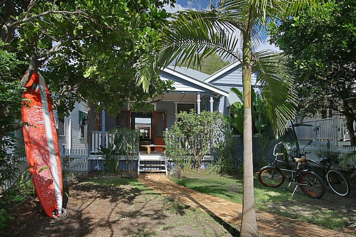 A PERFECT STAY - Harkaway - classic holiday house
