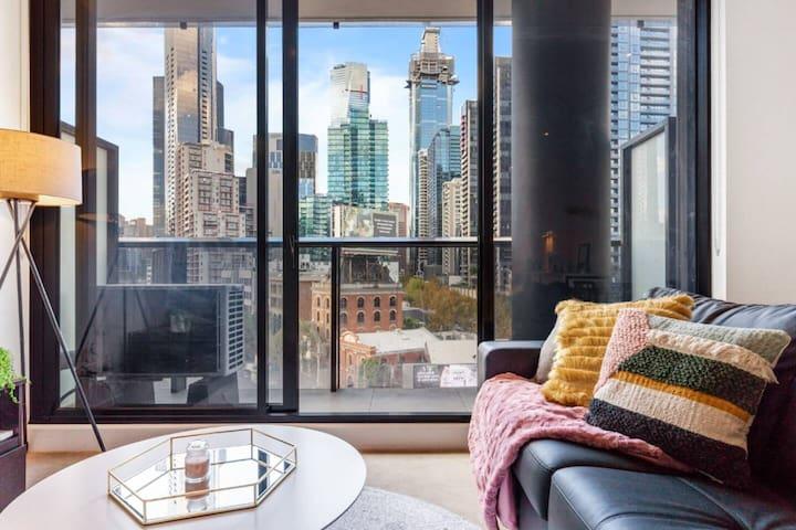 An Elegant & Cozy Apartment ★ Stunning City Views