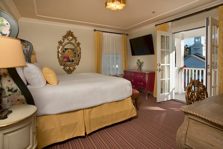 Room 304 - Old Town Bluffton Inn
