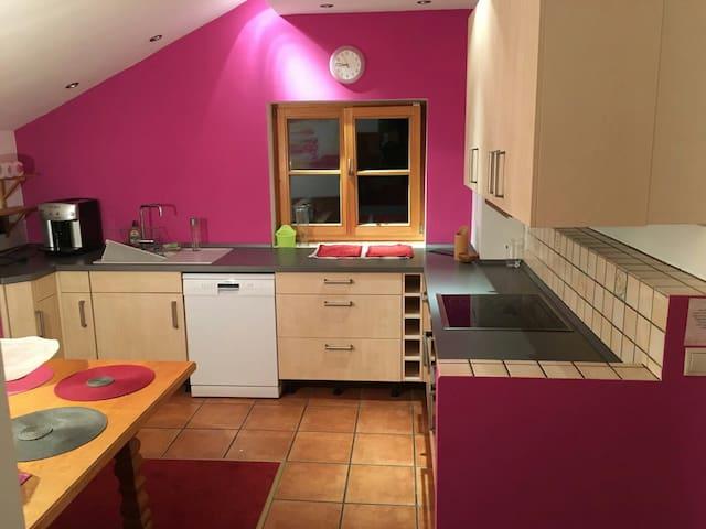 3 Zimmer Wohnung + Balkon - Holzkirchen - House
