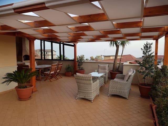 attico spazioso e moderno in Roccella Jonica