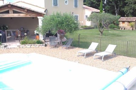 maison plein de charme - Sainte-Cécile-les-Vignes - Rumah