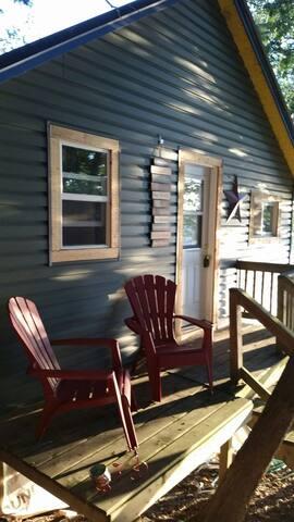 Little Squaw Fishing Cabin Rental - Napanee - Mökki