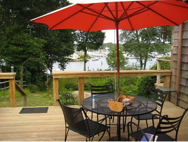 Lush Waterfront Home+ 3 Decks, Yard & Private Dock - South Kingstown - House