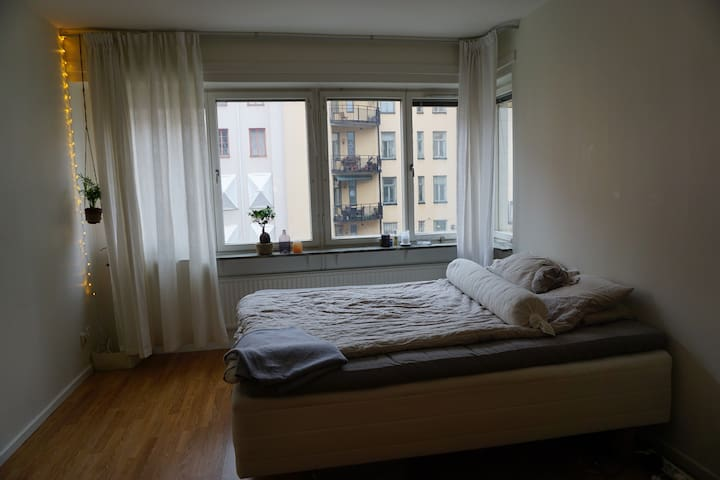Bright and quiet bedroom in apartment on Södermalm - Stockholm - Leilighet