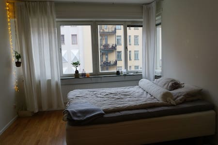 Bright and quiet bedroom in apartment on Södermalm - Tukholma - Huoneisto