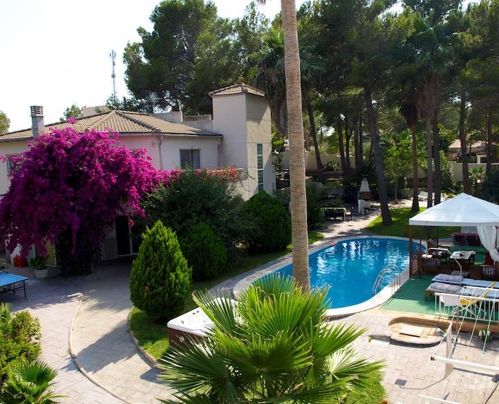 Villa muy grande, Jardines, Piscina, Jacuzzi, BBQ