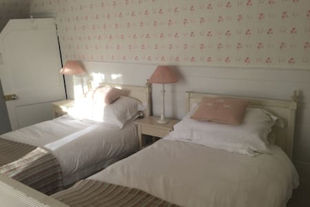 Luxury B&B Twin Room Village House - Bramdean - Penzion (B&B)
