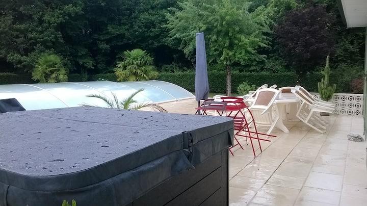 Logement 90 m2, jacuzzi  piscine,  Bed & Breakfast