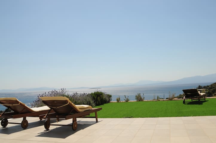 Stunning sea-view in a quiet small village - Nimporio - Villa