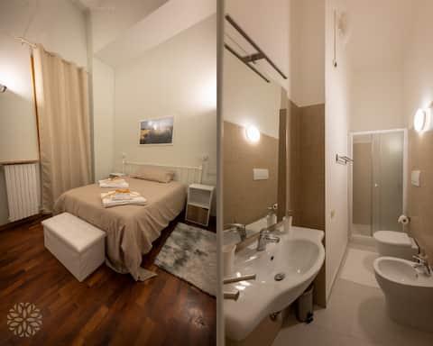Suite LEVANTE con Letto Francese+Bagno Privato