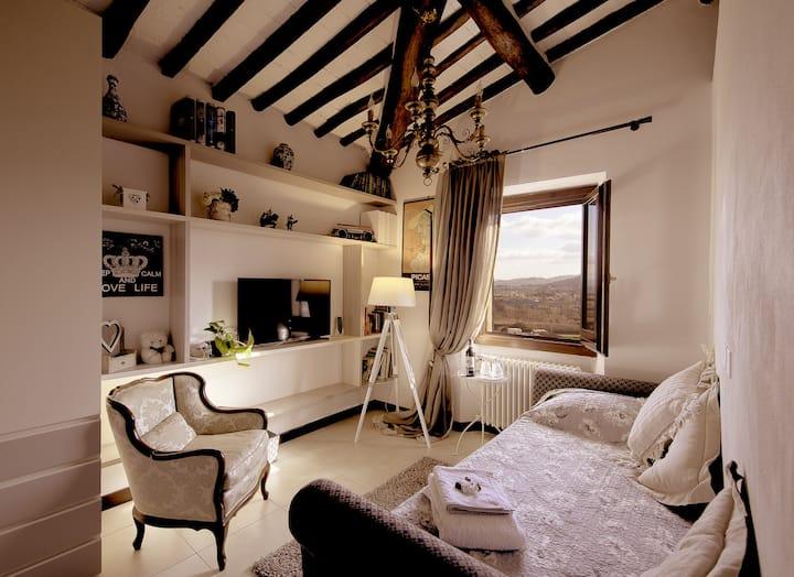 B&B L'Orologio.  Picasso Room:Single+Shared Bthrm