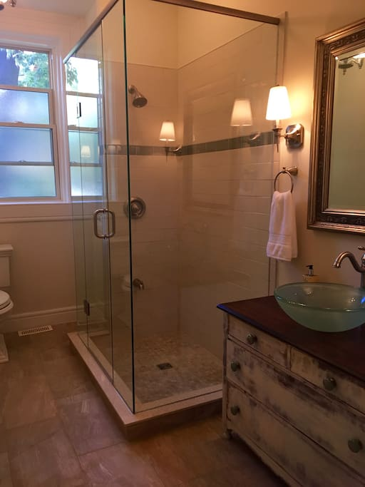 Sime Suite's Private Bathroom