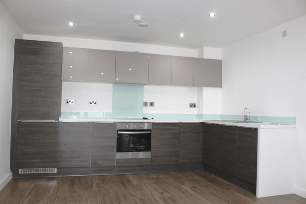Large, modern and fully equipped kitchen