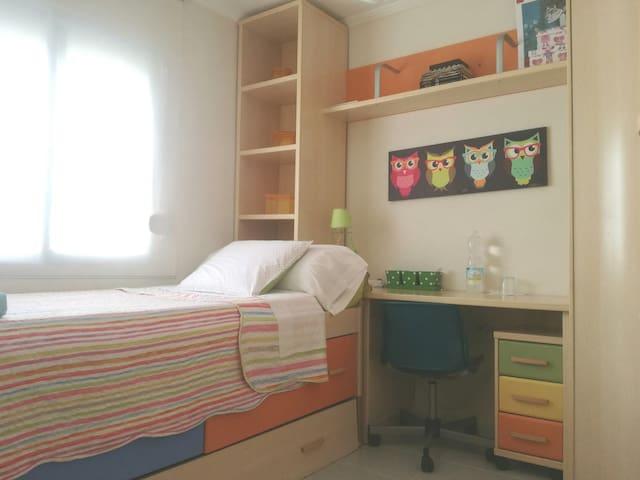 Habitacion en piso bien comunicado1