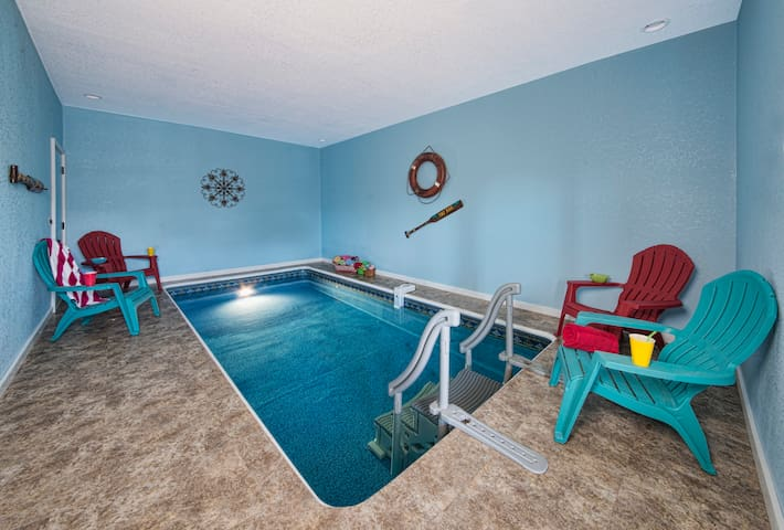 POOLIN' AROUND-GORGEOUS VIEWS-INDOOR POOL-LOCATION