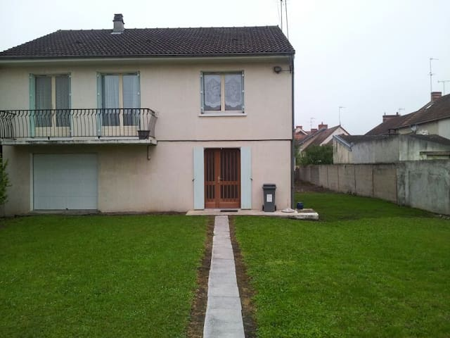 Beautiful residential house - Montluçon - Huis