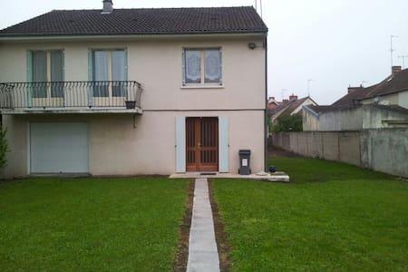 Jolie maison résidentielle - Montluçon