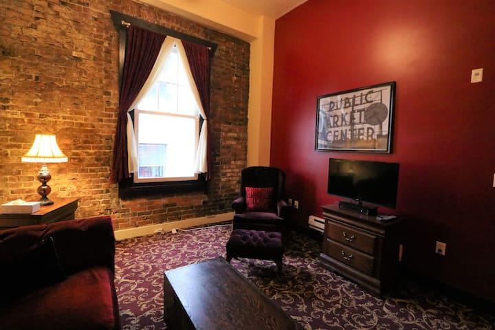Historic Merchants Apartment 203 B