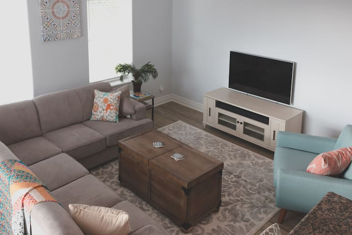 Living Area (Queen Roll-Out in Sectional)