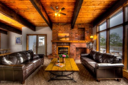 6 bedroom Chalet at the base of Blue Mountain - The Blue Mountains - 牧人小屋