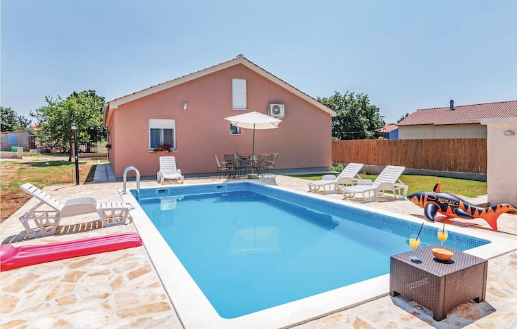Holiday cottage with 4 bedrooms on 119m² in Policnik